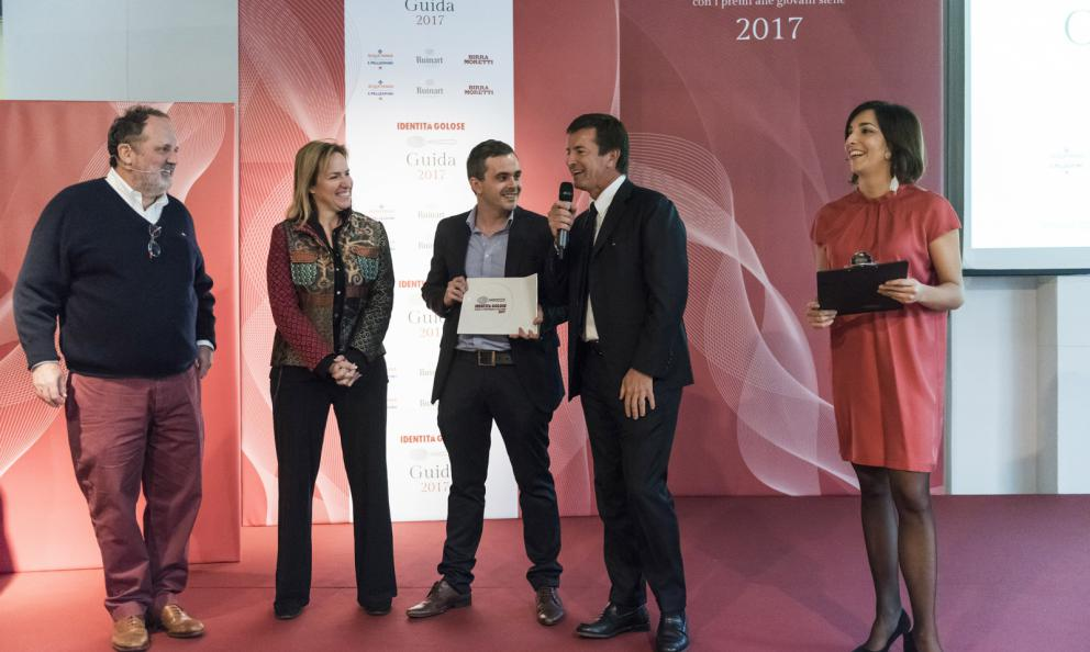 Ryan King, Fine Dining Lovers, premiato da Roberta Garibaldi, direttore scientifico del progetto East Lombardy, e Giorgio Gori, Sindaco di Bergamo