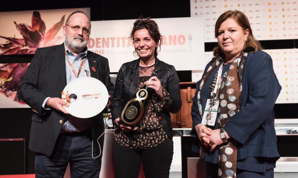 Marianna Vitalericeve daCristina Zilianiuna magnum diGuido Berlucchicome vincitrice del premioIdentità Donna