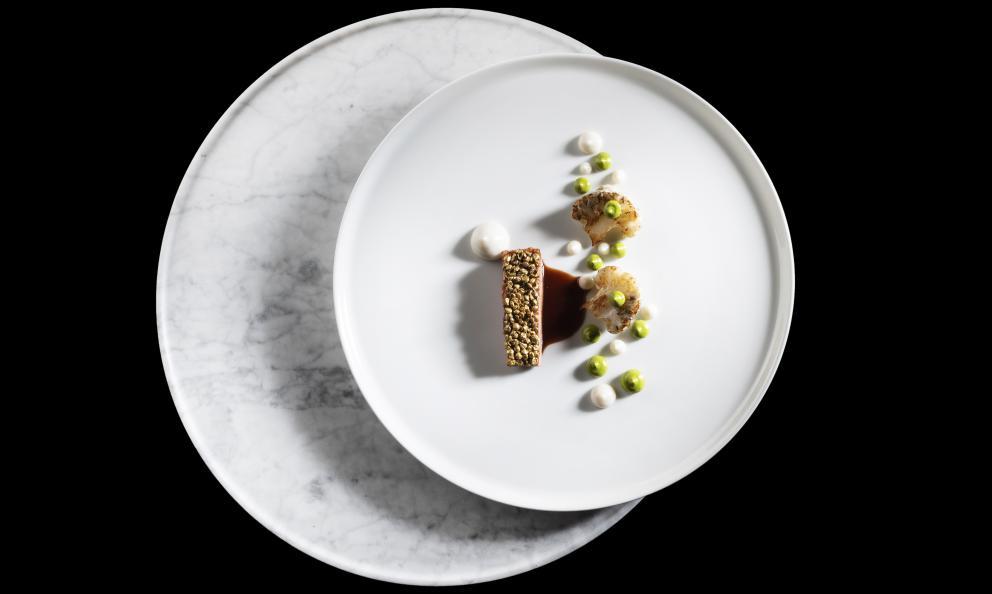Anatra laccata al mosto cotto, cavolfiori al tartufo nero, emulsione di origano e lenticchie: il piatto dell'autunno di Giancarlo Perbellini