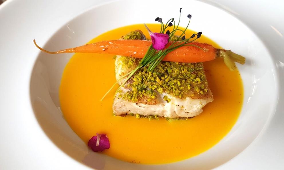 LaTrota del Gardaè il piatto del mese di marzo diEast Lombardy, progetto in partnership conS.Pellegrino. Lo firmano gli chefPaola BettaeManuel Garbellini