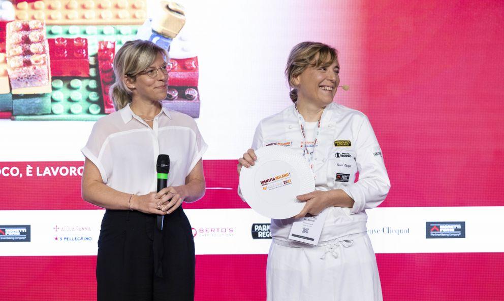 Antonia Klugmann del ristoranteL'Argine a Dolegna del Collio (Gorizia)riceve il premio Identità Naturalida Mielizia