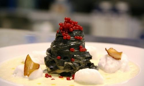 Tagliolini al nero di carbone vegetale con tofu af