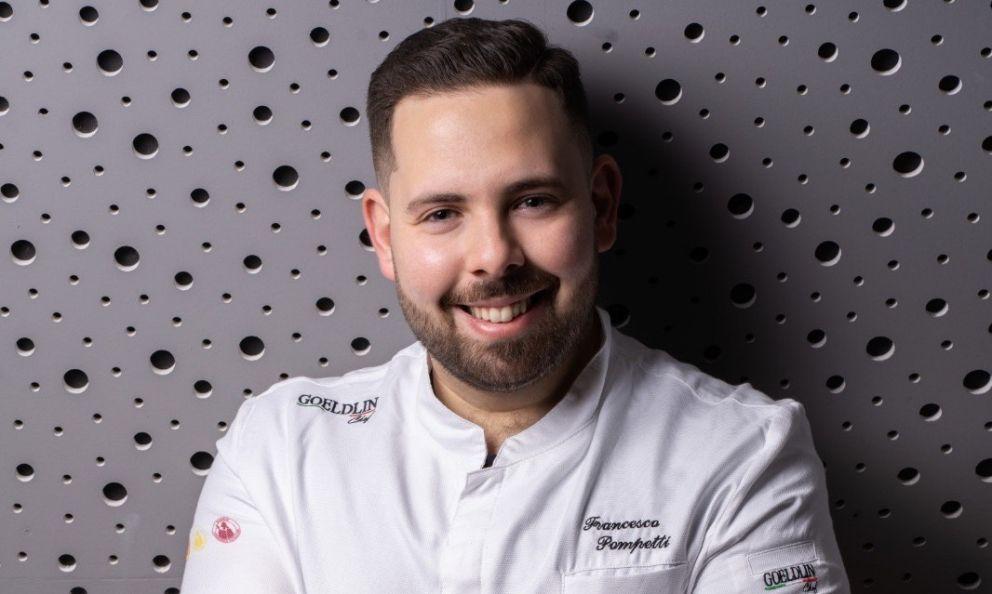 Francesco Pompetti, chef e patron della pizzeria Impastatori Pompetti aRoseto degli Abruzzi (Teramo), vincitore del premio Identità di Birraper la Guida ai Ristoranti di Identità Golose 2021