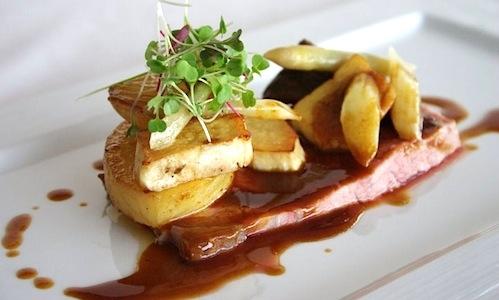 Entrecote con asparagi, funghi saltati e patate fo