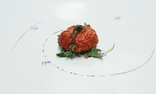 Il Pomodoro appassito con anemone di roccia e olio