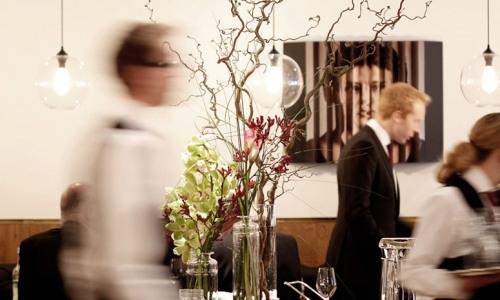 """La sala del Pollen Street Social di Jason Atherton, a Londra, telefono +44.(0)20.72907600. """"Bistrot contemporaneo di fine dining informale"""", è tra i ricordi più piacevoli della gita londinese di Ciccio Sultano, chef del ristorante Duomo di Ragusa Ibla"""