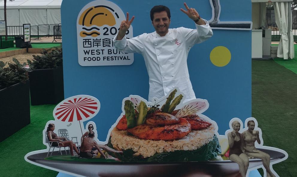 Felice Sgarra, del ristorante Umami di Andria in Puglia, una stella Michelin. I racconti che seguono sono tratti dalla sua recente tournée asiatica a Shanghai e Singapore. Prossima tappa: Taipei