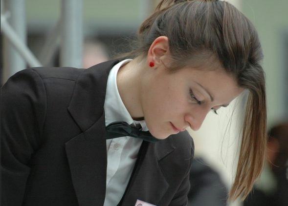 """Maria Elena Rossi, riminese, 31 anni, chef sommelier del ristorante franco-giapponeseRacine di Reims, nella regione di Champagne, una stella Michelin da poche settimane, con menzione""""bella carta dei vini�"""
