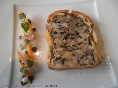 Pâté en croûte con lamelle di tartufo e verdure marinate (foto Regol)