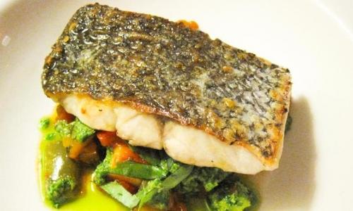 Il pescato del giorno su un letto di verdure di st