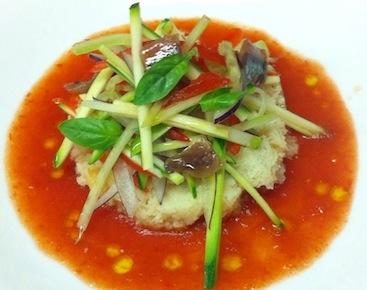 Il Gazpacho di pomodoro con panzanella e verdure, acciughe e cialda croccante ai ceci di Marco Tronconi deLa Cucina dei Frigoriferi Milanesi