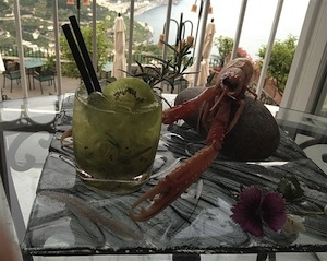 Nettuno, a cocktail by Donato Marzolla of Palazzo Avino in Ravello (Salerno): crushed lime, kiwi caviar, rosemary, sugar, light rum and seawater (photo by Il Vescovado)