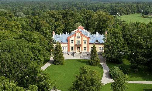 La facciata ristrutturata della casa padronale cinquecentesca delPädaste Manor