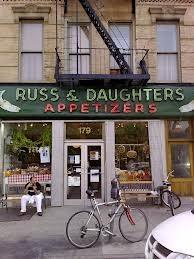 Russ and Daughters, al 179 di East Houston street, paradiso dei Bagels con cream (foto Wikipedia)