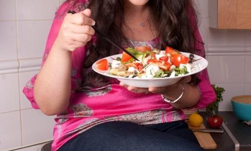 Sabrina Ghayour. Sul suo sito viaggi, cibi, ricette