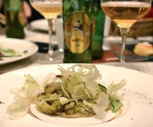 Tatin di puntarelle e mozzarella con insalata di puntarelle e olio di acciuga e Birra Moretti Baffo d'Oro di Claudio Sadler (fotoS'Notes)