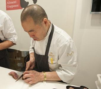Harua Ichikawa, chef giapponese dell'Iyo di Milano, ospite dello stand Jetro Italia (foto Brambilla-Serrani)