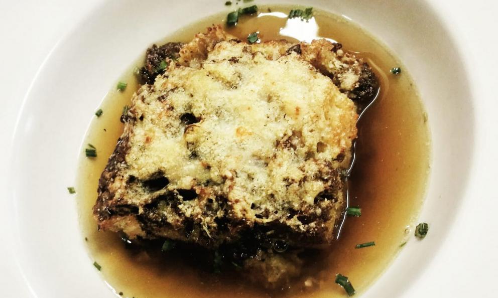 """La Sopa Coada, """"zuppa covata"""", dell'Osteria della Tana ad Asiago (Vicenza), chefAlessandro Dal Degan.Piatto tipicamente invernale,si prepara da novembre a febbraio-marzo"""