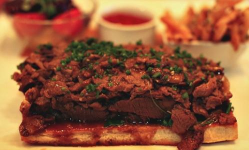 Carne di manzo in ogni foggia da Quality Meats (foto Stephen Bramucci)