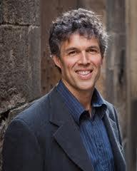 L'autore Tom Mueller: americano, scrive per il New Yorker e vive nella campagna attorno a Genova