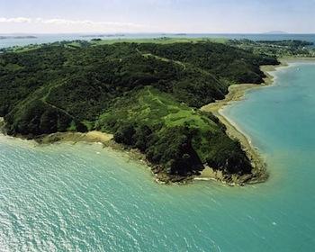 L'isola di Wahieke, al largo di Auckland, Nuova Zelanda, sede della Rangihoua Estate