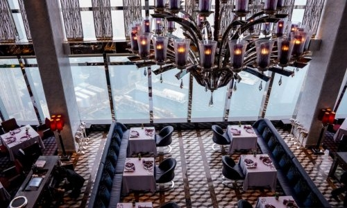 La sala del ristorante Tosca, al 102° piano del R