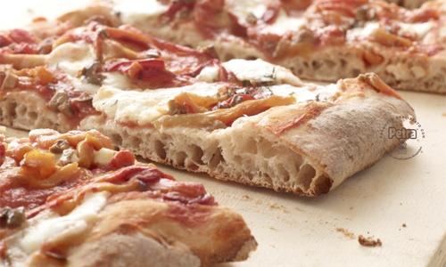 Peperoni e olive schiacciate su pasta di Petra® 3 - Scatto di Carlo Baroni
