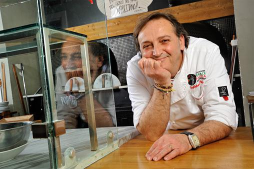 Guglielmo Vuolo, born in 1960, is the son ofEnrico, a decan of genuine Neapolitan pizza