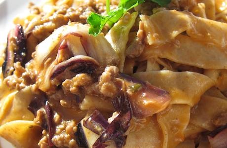 Un primo piatto a Baita Fraina: le Tagliatelle integrali al ragù di agnello e spadone di Treviso