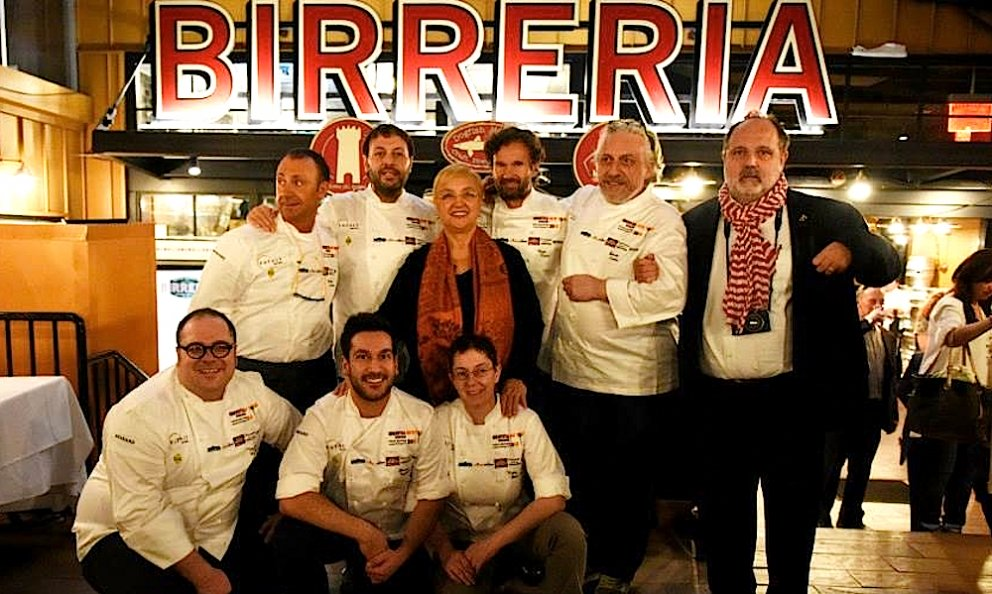 A souvenir photo after the first gala dinner at Identità New York on the last floor of Eataly, inside the Birreria. Standing, in second row, left to right: Fortunato Nicotra, Ugo Alciati, Lidia Bastianich, Carlo Cracco, Davide Scabin and Paolo Marchi. Leaning, again left to right, Vitantonio Lombardo, Denny Imbroisi e Katia Delogu. Right when the photo was taken, Rosanna Marziale was missing