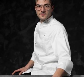 Giovanni Lorusso, chef ofLampare al Fortinoin Trani, in the portrait ofFrancesca Moscheni