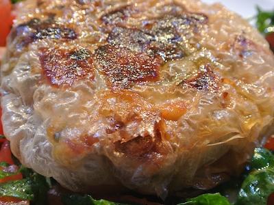 Il Tonno fresco in pasta fillo con cedro, pinoli e pistacchi del francese Alain Cirelli