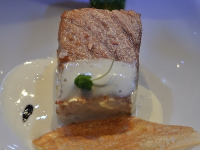 La Ventresca di tonno con spuma di peperoncini, pesto di rucola e aglio nero dello spagnolo José Luis Marìn Marugàn