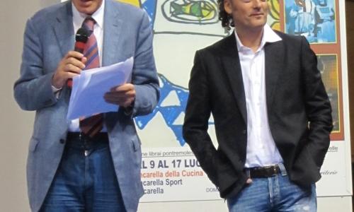 Moreno Cedroni premiato del presidente della Fondazione Città del Libro Giuseppe Benelli