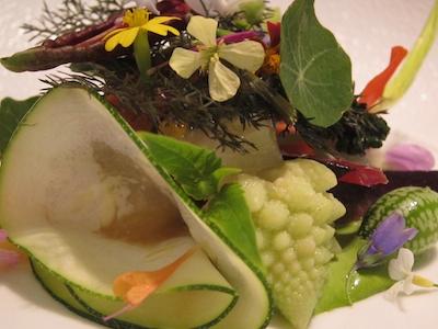 Una creazione a tutta verdura di Gert De Mangeleer al ristorante Hertog Jan di Bruges