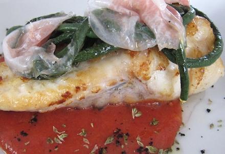 Coda di rana pescatrice con guanciale, fagiolini pinti e salsa di pomodori arrostiti