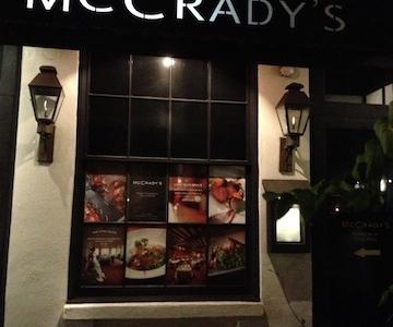 L'ingresso del McCrady's sulla East Bay Street nel centro storico di Charleston. Quello effettivo è in una viuzza laterale, la Unity Valley, al numero 2