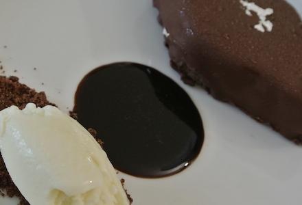 Il Mustacciolo con gelato alle spezie, dessert di Viviana Varese