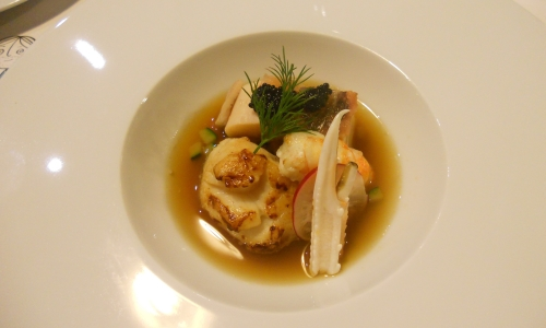 Polpo, aragoste e Sant-Jacques in brodo di verdure, ristorante O Bairro ad Aveiro,+351.234.338567