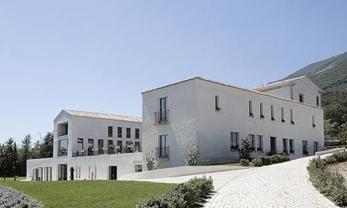 Oggi è il Reale a Casadonna, in passato è stato un convento del Cinquecento
