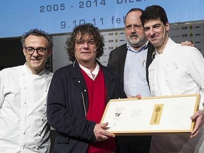 Agli estremi, Massimo Bottura e Raffaele Alajmo tributano con Paolo Marchi l'omaggio a Fulvio Pierangelini