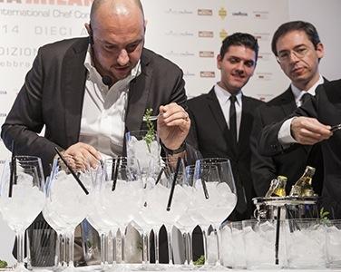 Giuseppe Palmieri dell'Osteria Francescana di Modena. All'estrema destra, Denis Bretta, maitre del ristorante 3 Stelle Michelin