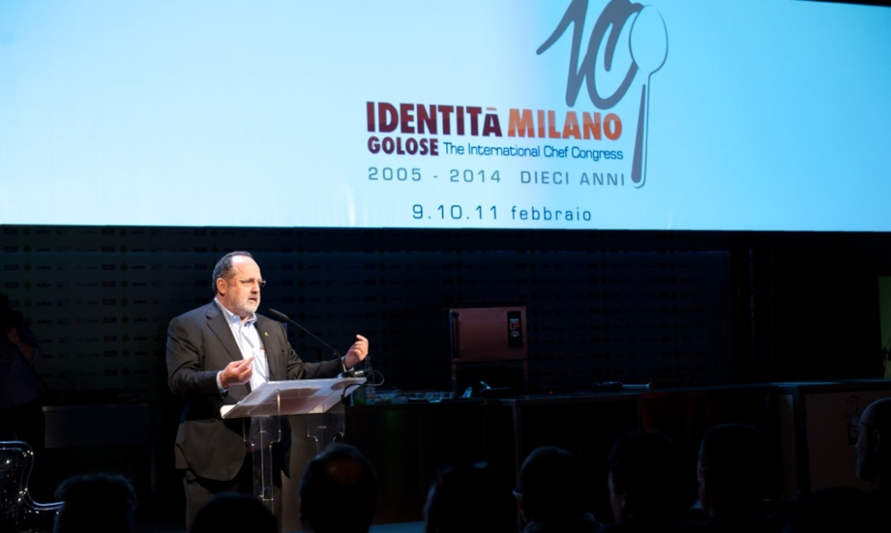 �Paolo Marchi sul palco della decima edizione del congresso Identit� Milano