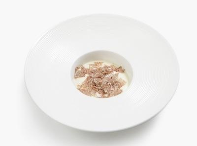 La Schiuma di patate, anguilla affumicata, caviale di tartufo e tartufo bianco di Giuseppe Iannotti