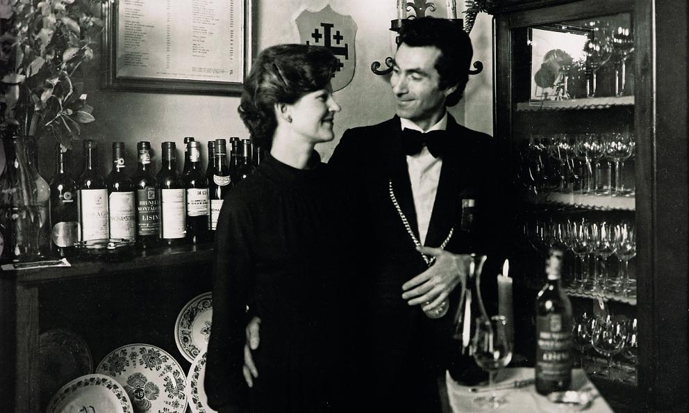 Annie Féolde e Giorgio Pinchiorri in una foto di tanti anni fa. Fa parte delle splendide illustrazioni di Pinchiorri a due voci