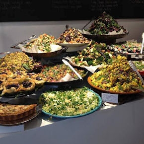 Restaurant Ottolenghi in Motcomb Street stands out thanks to its Mediterranean cuisine with oriental influences. Simplicity and freshness are the main characteristics of the great and scenic buffet