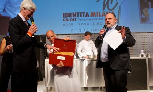 <p><b>Heinz Beck</b>, chef della Pergola a Roma, premiato <i>Cuoco dell'anno</i> da <b>Casimiro Maule</b> direttore della cantina <i>Nino Negri </i>del <i>Gruppo Giv</i>. Con loro <b>Paolo Marchi</b></p>