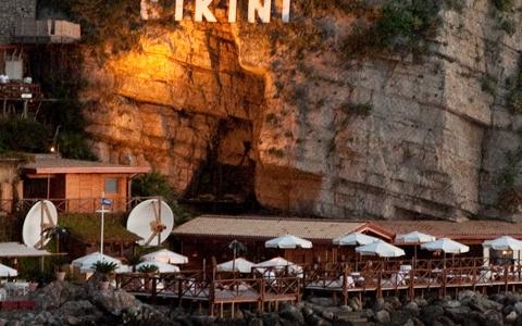 Lo stabilimento balneare Bikini, teatro delle cene in riva al mare