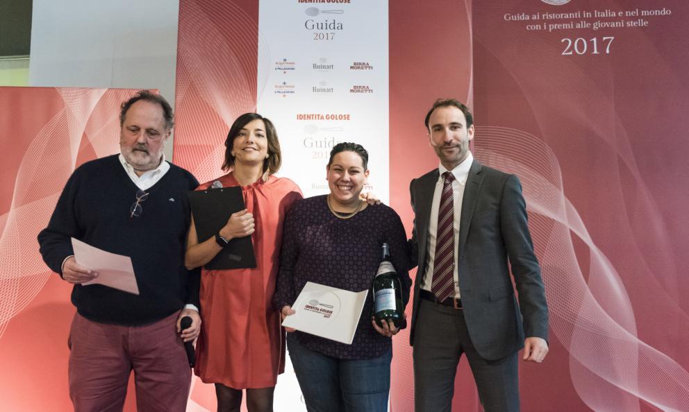 Martina Caruso, chef del ristorante Signum a Salina (Messina), premiata da Stefano Marini, Direttore Business Unit di Acqua Panna S.Pellegrino
