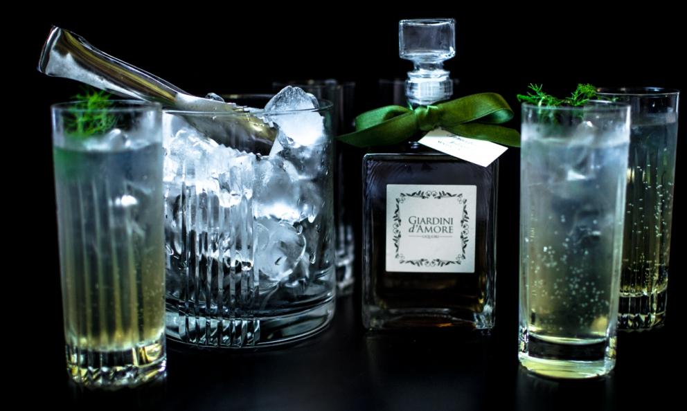 Il cocktail Suzy Parker a base dei liquori Giardini d'Amore. Le foto sono diMelania Siracusano